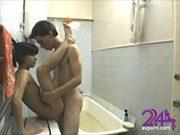 ลูกพี่ลูกน้อง แอบมาเย็ดกันในห้องน้ำ แบบถึงใจ