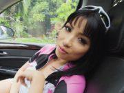 สาวแหม่มเงี่ยนชวนเย็ดบนรถกลางวันแสกๆ